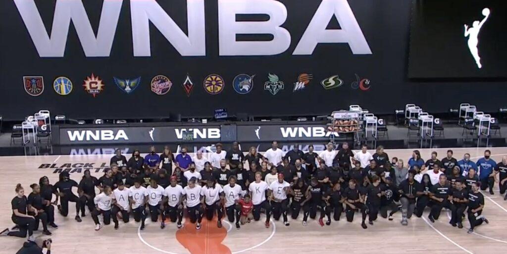 Les joueuses de la WNBA, qui ont décidé de boycotter à leur tour les matchs de la soirée. L'Analyste via WNBA. (Photo : Bleacher Report)