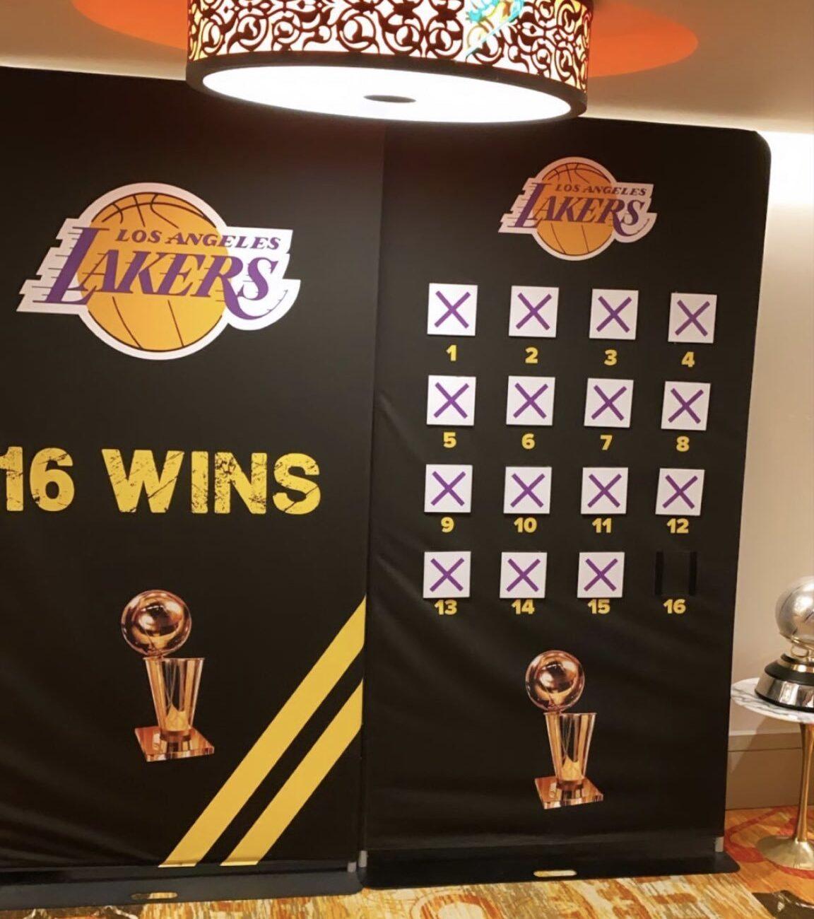 Le tableau des Lakers, dans la bulle d'Orlando pour se motiver jusqu'au titre. L'Analyste via NBA. (Photo : Winnieharlow/Instagram)