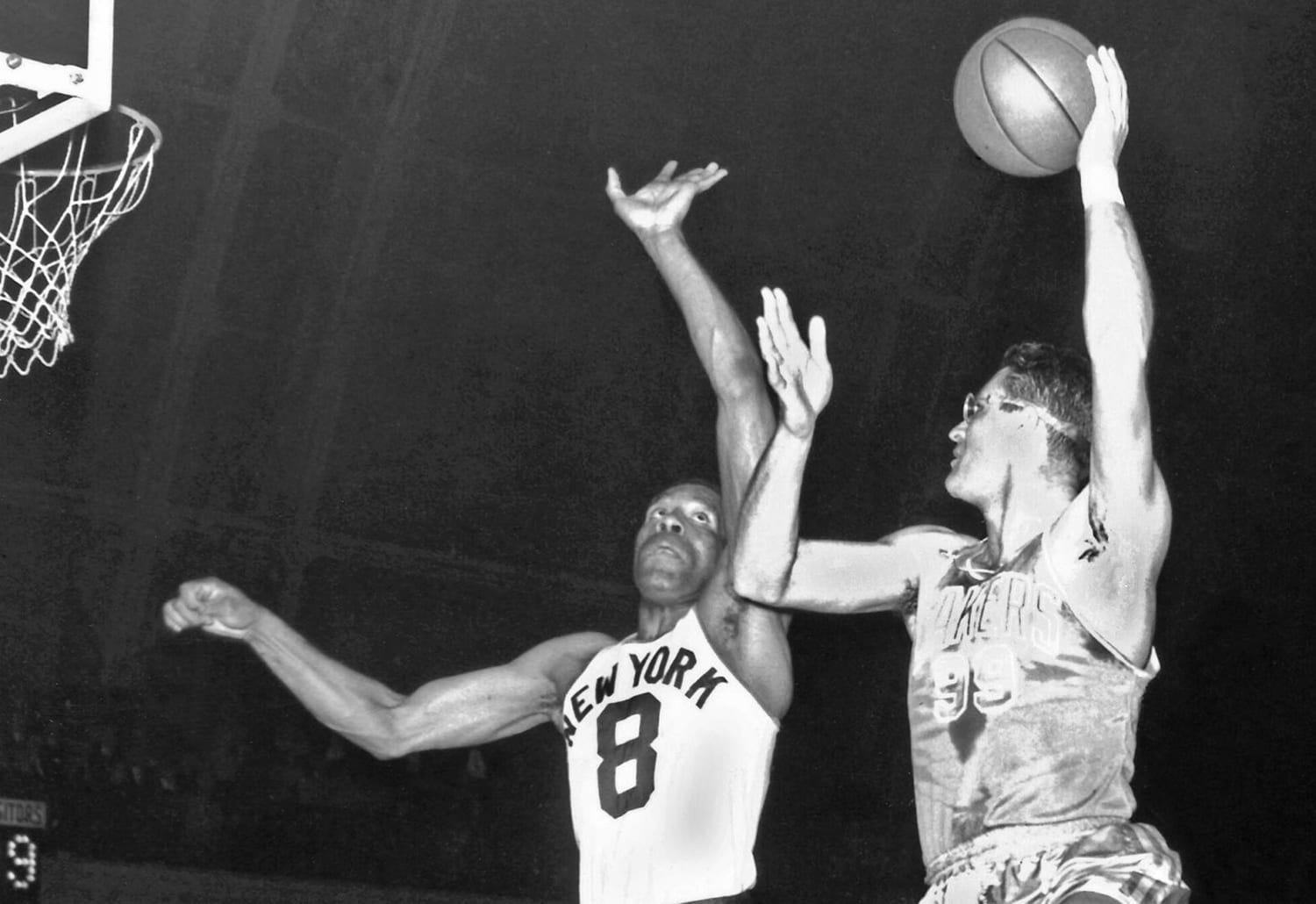 MINNEAPOLIS, MN - 1955: George Mikan #99 of the Minneapolis Lakers shoots during a game played in 1955 in Minneapolis, Minnesota. NOTE TO USER: User expressly acknowledges and agrees that, by downloading and or using this photograph, User is consenting to the terms and conditions of the Getty Images License Agreement. Mandatory Copyright Notice: Copyright 1955 NBAE (Photo by NBA Photos/NBAE via Getty Images)