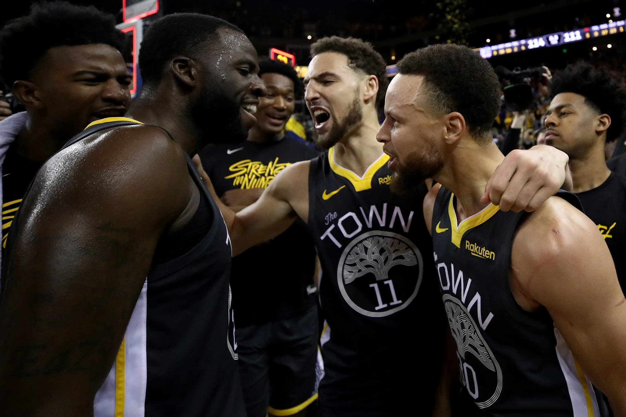 Draymond Green (23), Klay Thompson (11) et Stephen Curry (30) des Golden State Warriors.