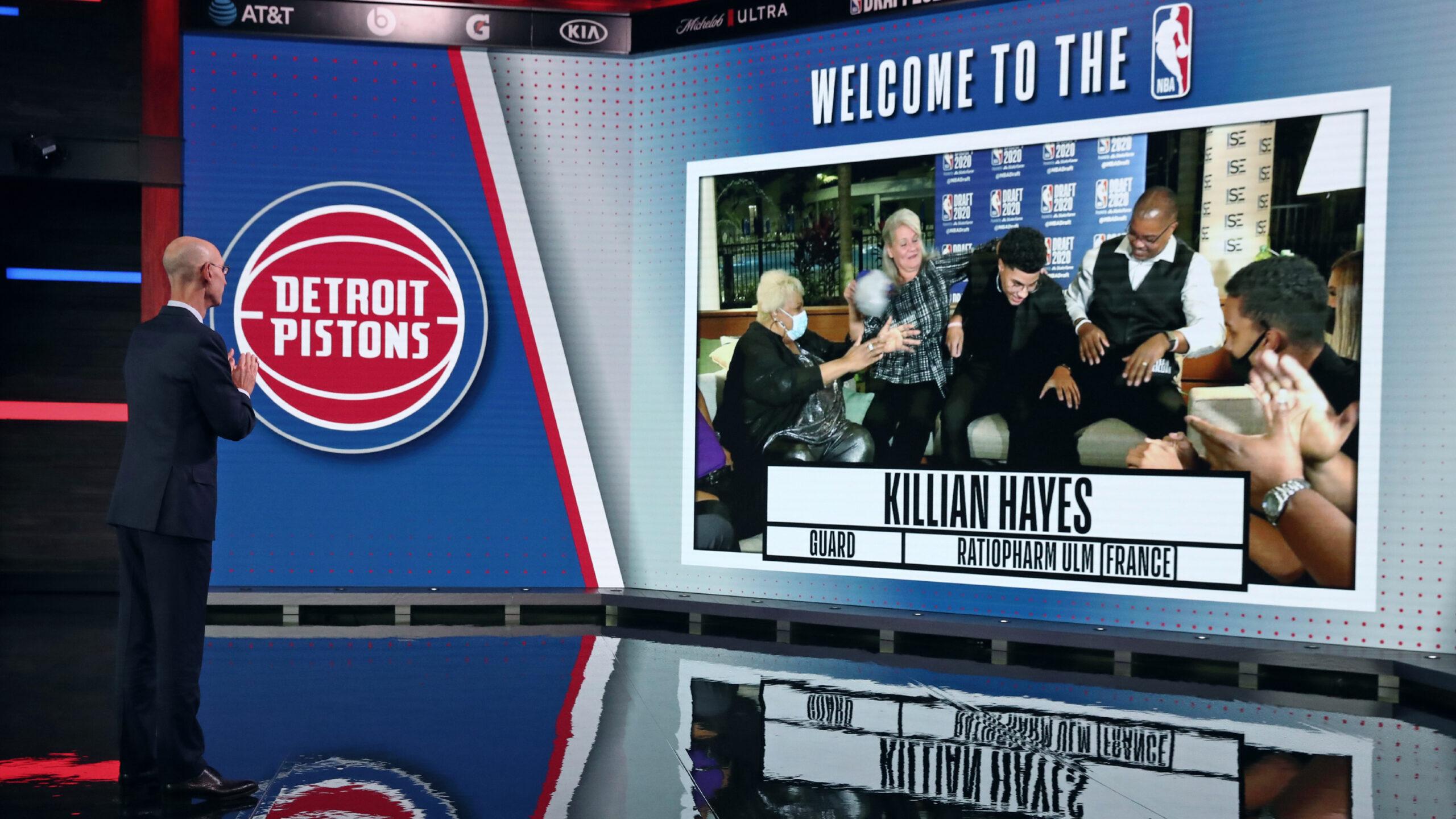 Killian Hayes et sa famille célèbrent sa sélection aux Detroit Pistons en 7e position de la Draft, un record pour un Français. (Photo : Nathaniel S. Butler/AFP)