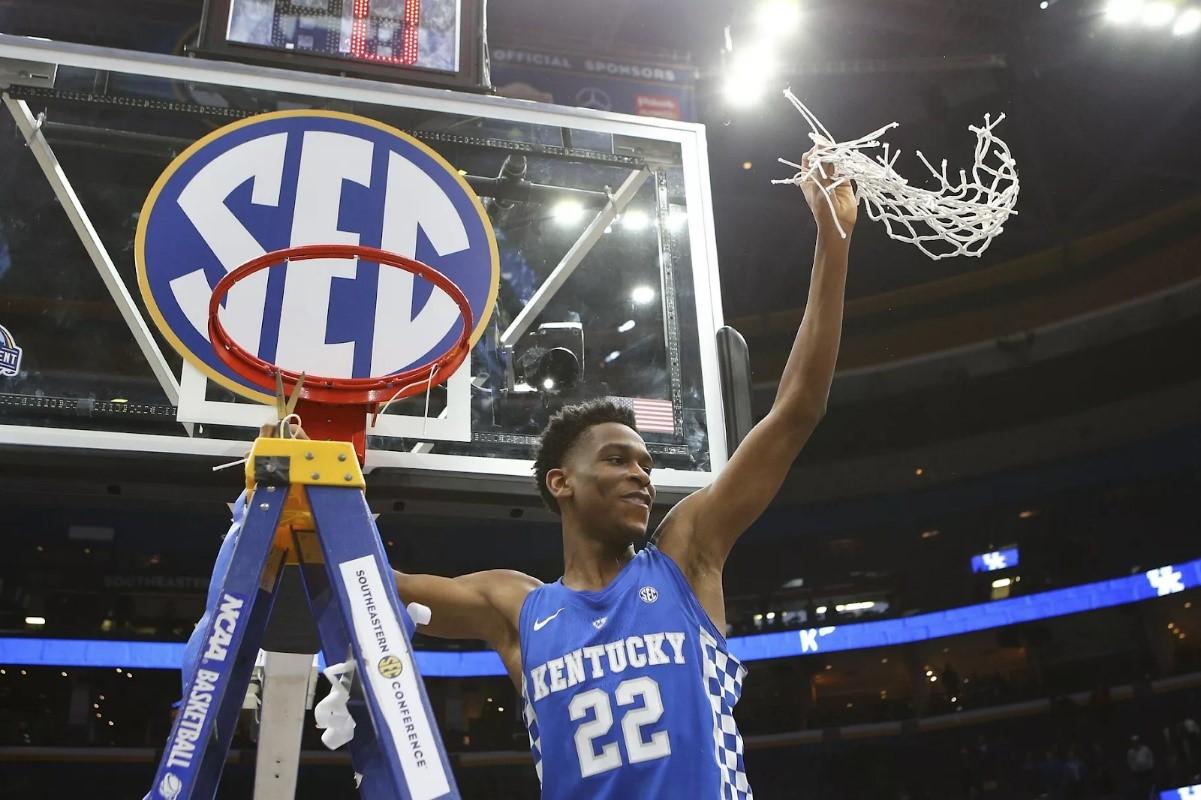 Shai Gilgeous-Alexander célèbre la victoire de son équipe (Kentucky Wildcats) lors du tournoi. (Photo : Billy Hurst/USA TODAY Sports)