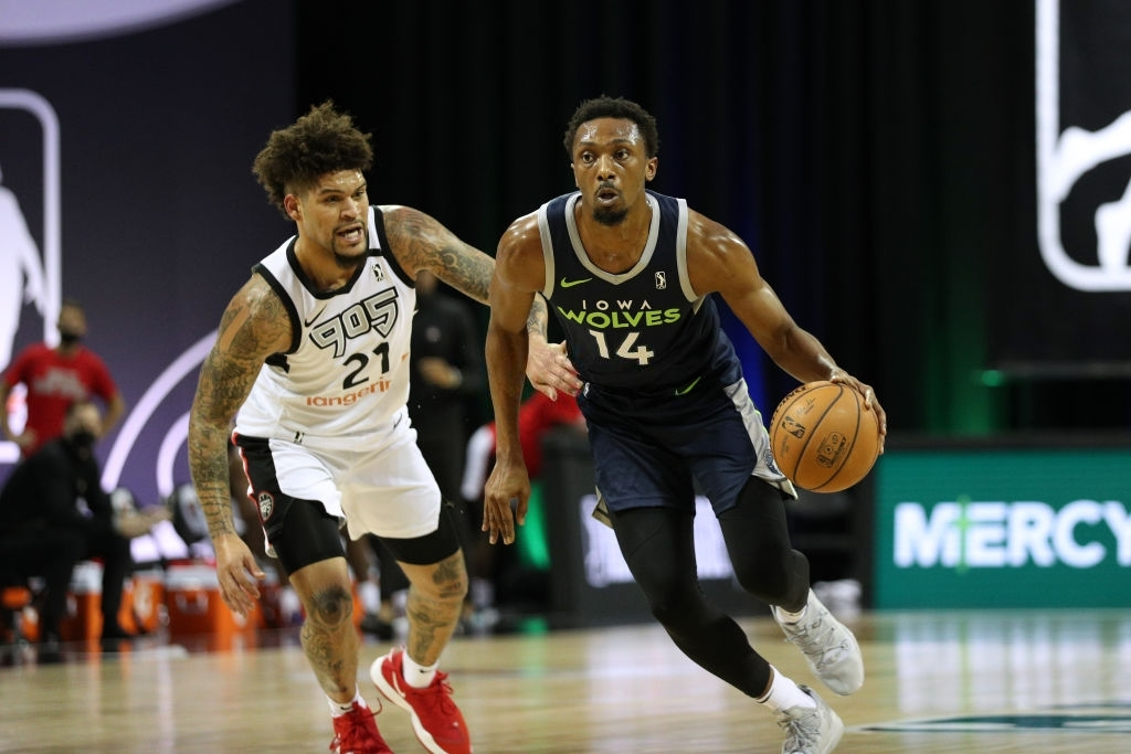 ORLANDO, FL - MARCH 4: Dakarai Tucker #14 of the Iowa Wolves drives to the basket against the Raptors 905 on March 4, 2021 at HP Field House in Orlando, Florida. NOTE TO USER: User expressly acknowledges and agrees that, by downloading and/or using this Photograph, user is consenting to the terms and conditions of the Getty Images License Agreement. Mandatory Copyright Notice: Copyright 2021 NBAE (Photo by Chris Marion/NBAE via Getty Images)